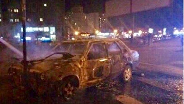 Автомобиль сгорел в Киеве после ДТП