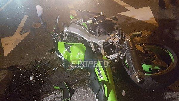 ВКиеве автомобиль такси насмерть сбил мотоциклиста