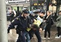 Неизвестный с ножом набросился на полицейского в Стокгольме
