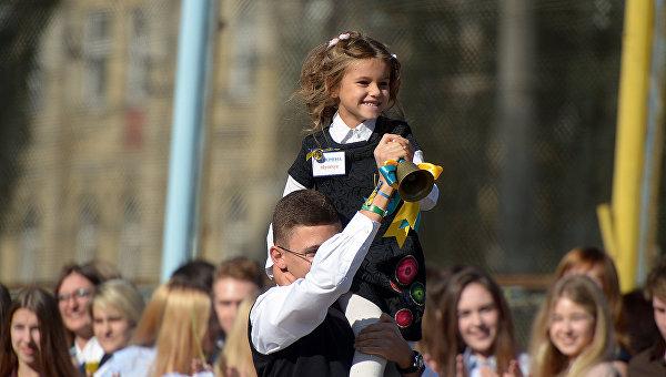 Первое сентября в киевских школах. Архивное фото