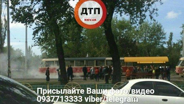 В Киеве на ходу загорелся трамвай с пассажирами
