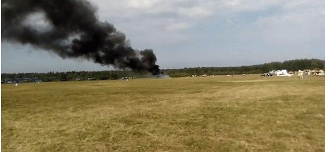 В Подмосковье на авиашоу разбился самолет