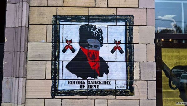 В Киеве с фасада магазина стерли граффити времен Евромайдана