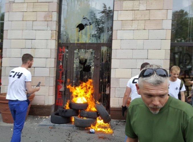 В Киеве разгромили магазин на ул. Грушевского