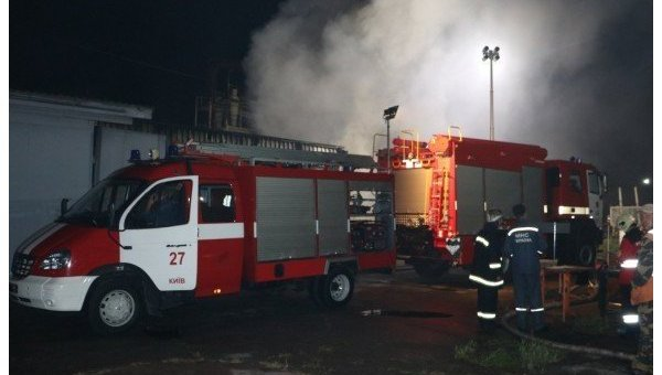 ВКиеве интенсивный пожар уничтожил склад хранения ипереработки древесины