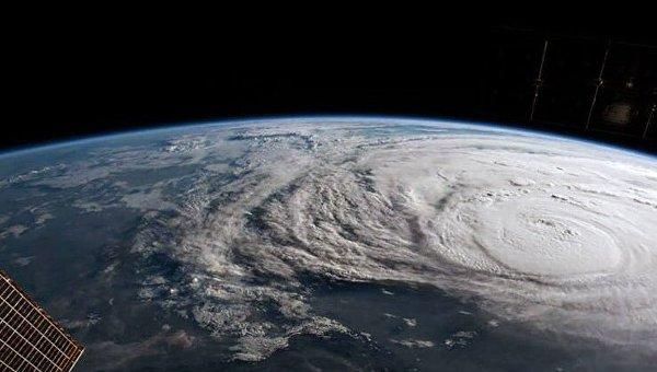 В Атлантическом океане возник ураган четвертой мощности
