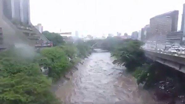 Затопленный ливнями Каракас