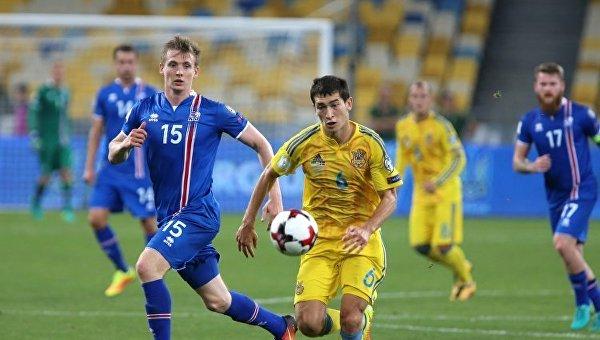 Игровой момент матча отбора ЧМ-2018 между сборными Украины и Исландии по футболу, сентябрь-2016