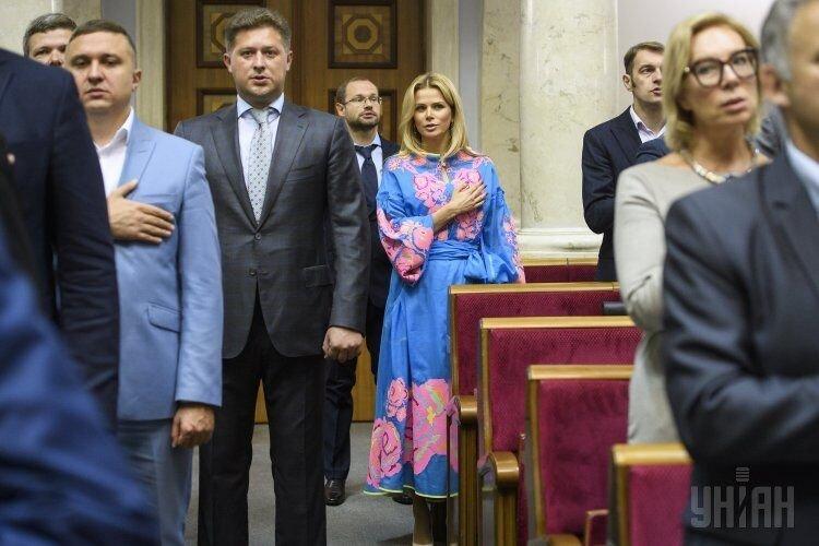 Народные депутаты во время торжественного открытия седьмой сессии Верховной Рады Украины VIII созыва