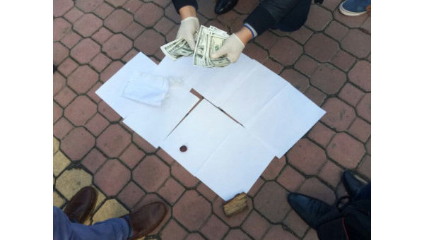 В Хмельницком активисты погорели на получении взятки