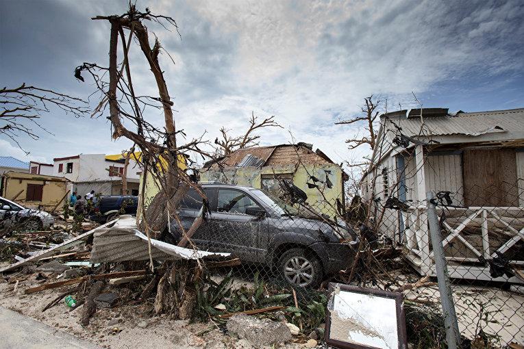 Последствия урагана Ирма на Синт-Маартен Голландской части острова Сен-Мартен в Карибском море