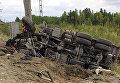 На месте столкновения пассажирского поезда с грузовиком в Ханты-Мансийском автономном округе России, 9 сентября 2017