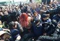 Задержание активистки Femen на границе в день приезда Михаила Саакашвили