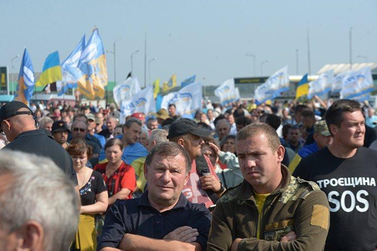 Ситуация в пункте пропуска Краковец на украинско-польской границе в ожидании Саакашвили