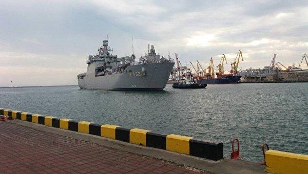 Турецкий большой десантный корабль Bayraktar прибыл в Одессу