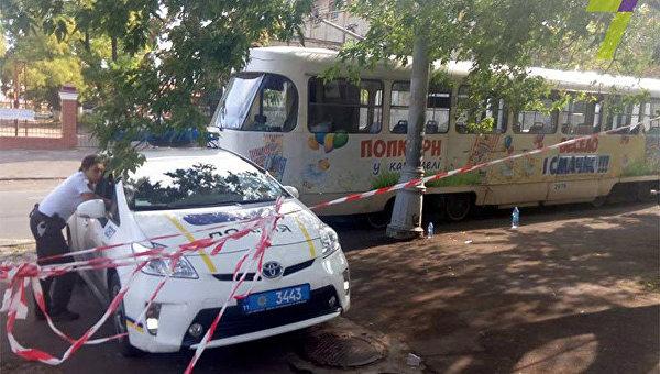 Жуткое ДТП вОдессе: трамвай отрезал молодой женщине ноги (18+)