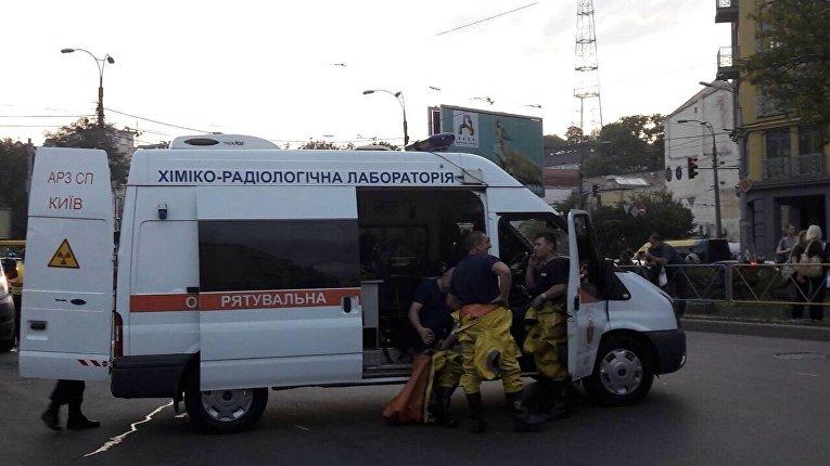 Сотрудники химико-радиологической лаборатории прибыли к столичному метро