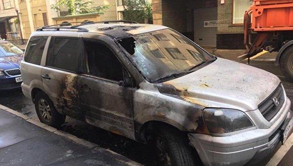 Поджог автомобиля возле офиса адвоката кинорежиссера Алексея Учителя в Москве