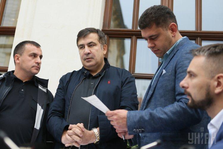 Во Львове пограничники вручили Саакашвили протокол об административном правонарушении