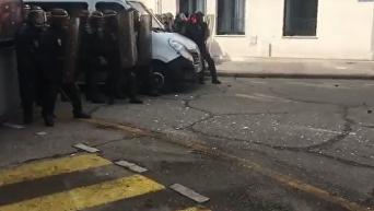 Манифестации в Париже. В ход пошел слезоточивый газ. Видео