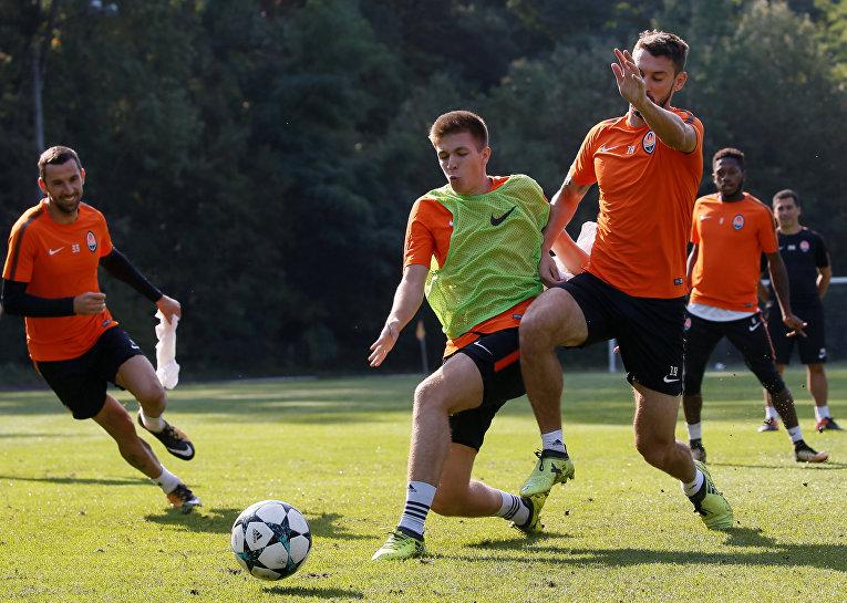 Тренировка футболистов Шахтера перед матчем Лиги Чемпионов.
