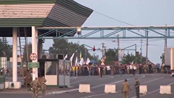 А все бегут, бегут. В сеть попали новые кадры прорыва Саакашвили. Видео