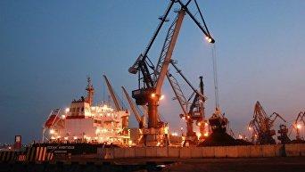 Первое судно с американский углем зашло в порт Украины