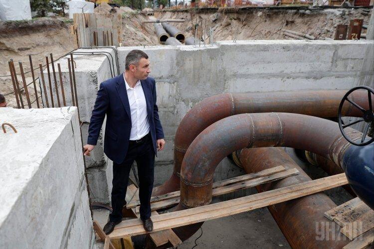 Виталий Кличко проверил ремонт теплосети на проспекте Соборности в Киеве