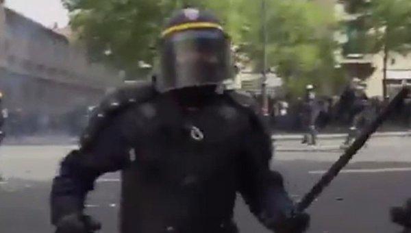 Нападение на журналиста Алексиса Краланда в Париже