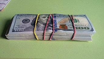 Доллары в пачке