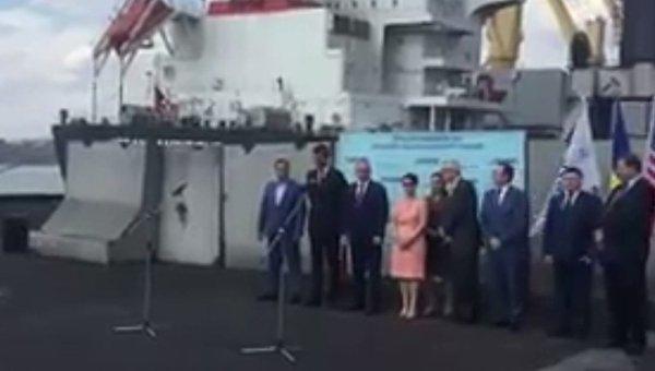 Встреча баржи с американским углем в Украине