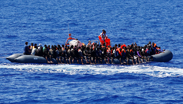 Ливийские мигранты в Средиземном море
