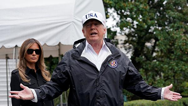 Президент США Дональд Трамп с супругой инспектируют пострадавшие от урагана Ирма районы