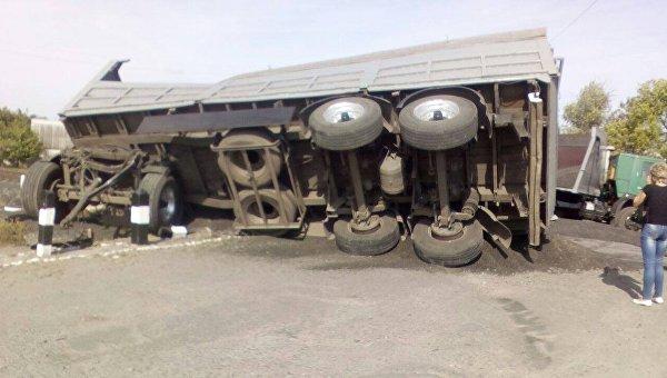 ВХарьковской области столкнулись поезд и грузовой автомобиль