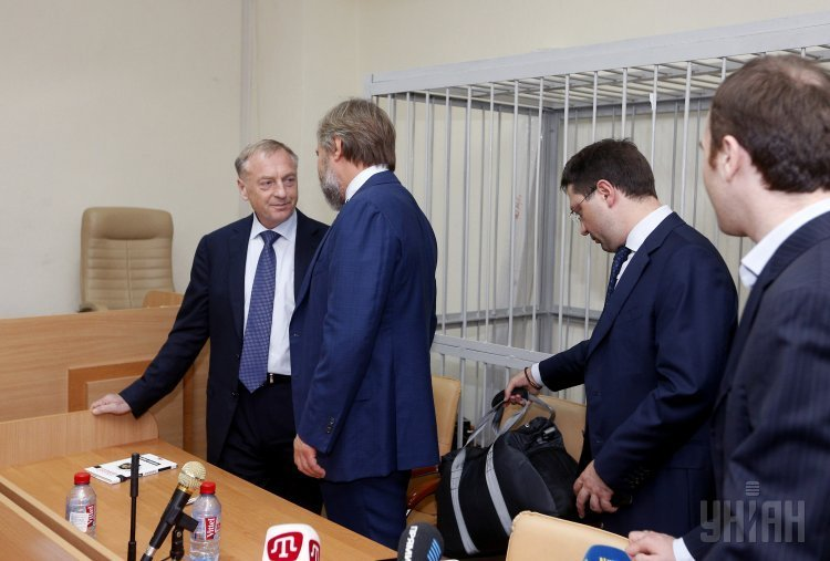 Судебное заседание по делу экс-министра юстиции Александра Лавриновича. На фото - Лавринович и Александр Вилкул.