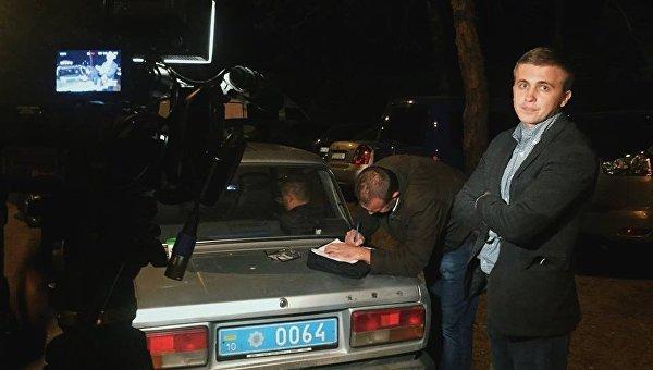 Журналисты пишут заявление в полицию после действий сотрудников УГО в Конча-Заспе