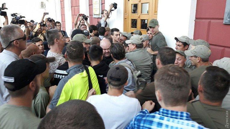 Ситуация под мэрией Одессы