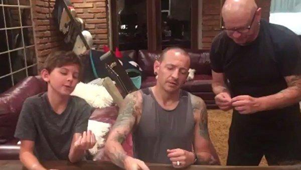 Вдова солиста Linkin Park выложила видео, снятое накануне до его смерти