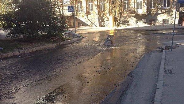 В Печерском районе Киева прорвало трубу
