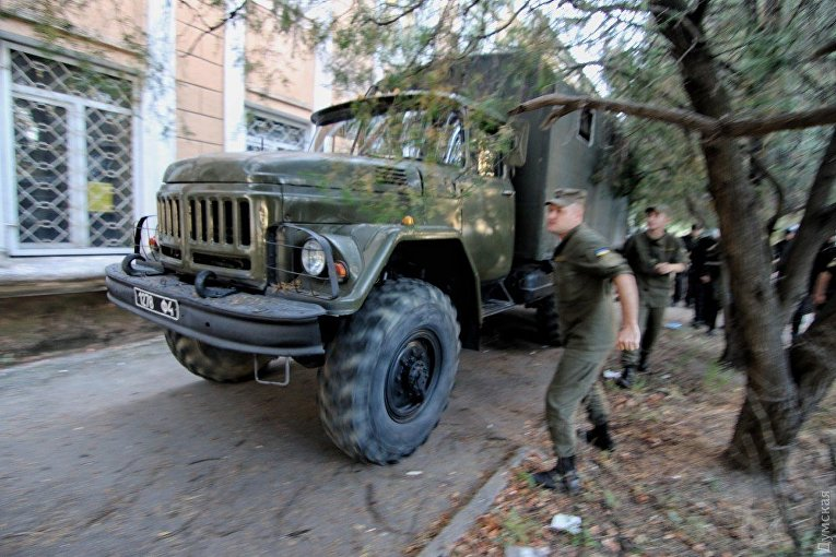 Националисты штурмуют суд в Одесской области