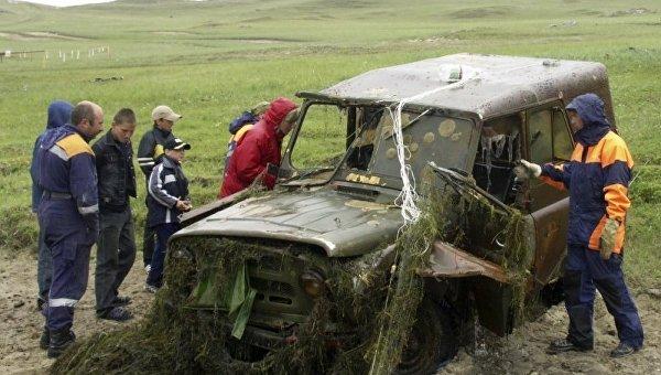 Спасатели подняли со дна Байкала самолет, вертолет, трактор и 92 автомобиля