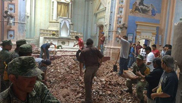 Землетрясение в Мексике. Обрушение церкви