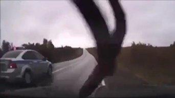 Опубликовано видео ДТП с командующим ВДВ Сердюковым