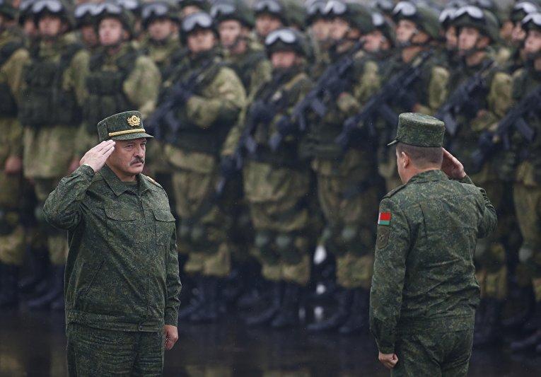 Президент Белоруссии Александр Лукашенко на учениях Запад-2017