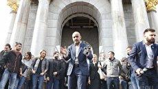Нардеп Мустафа Найем в Киеве во время акции в в поддержку политреформы.