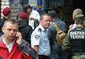 Украинские и израильские полицейские возле места взрыва неизвестного предмета в Умани. 21 сентября в Умани в результате взрыва неизвестного предмета в гаражах неподалеку от места массового пребывания паломников-хасидов пострадал 13-летний гражданин Израиля.
