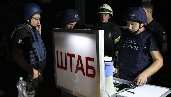 Работа спасателей близ склада боеприпасов под Мариуполем