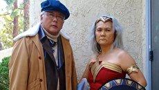 Пожилая пара переодевается в любимых персонажей