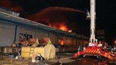 В Киеве произошел мощный пожар на складе с пенопластом