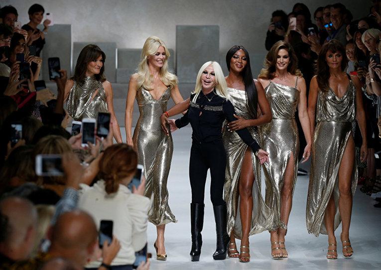 Супермодели 90-х снова в деле. Показ модного дома Versace